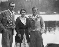 Lago di Misurina: da sinistra, Severino Casara, Emmy Eisenberg-Brioschi ed Emilio Comici.